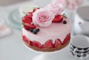 Кейк мус със сироп от рози и ягоди