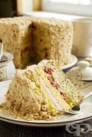 Лешникова торта със сушени боровинки и млечно-маслен крем