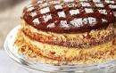 Торта от медени блатове с орехи и крем от заквасена сметана