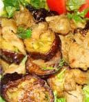 Пържени патладжани с лук в сметана и доматено пюре