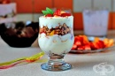 Плодов десерт с йогурт и мюсли