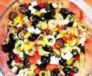 Салата от маслини, сирене и чушки