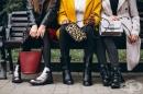 Премахнете петната от велурени обувки, чанти и дрехи с обикновена шкурка