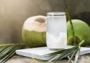 Консумирайте кокосова вода поради 8 причини