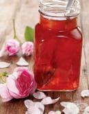 От бяло вино и рози може да си направите ароматно и лечебно вино