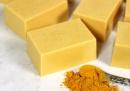 Премахнете петната по кожата със сапун от портокал и куркума