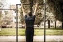 Стрийт фитнес тренировка за зареждане с енергия през пролетта