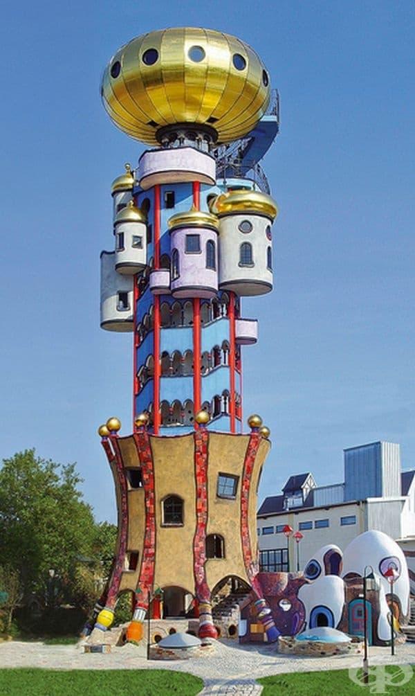 Приказната кула на Фридрих Хундертвасер. Къщата е построена през 2010 г. в Германия.