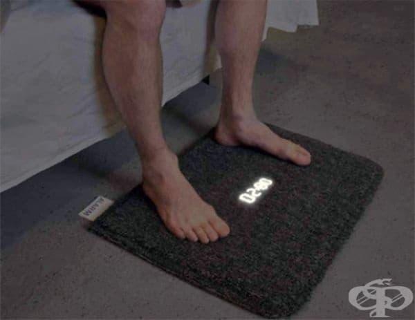 Аларма под формата на килимче: трябва да се изправите, за да я изключите.