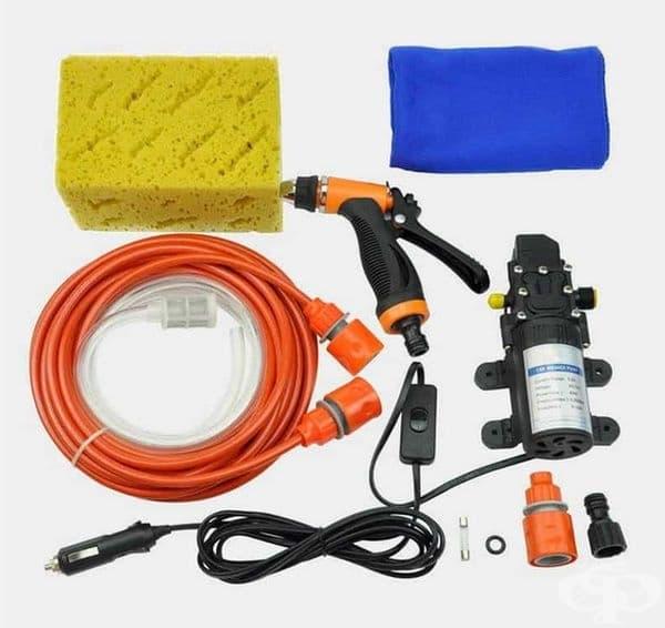 Мини устройство за измиване на автомобила, което се включва на мястото на запалката. Така лесно и удобно може да почистите вашата кола.