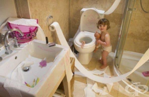 Някой си прави парти в банята.