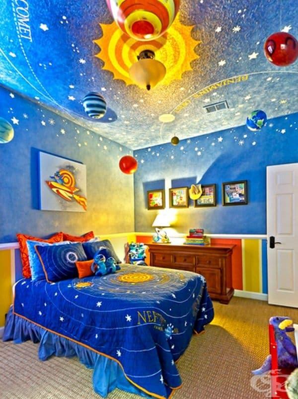 Космос. Ако детето ви обича космоса и пространство, можете да изобразите цялата Слънчева система в стаята му..