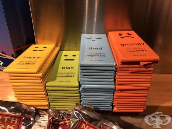 Купчина шоколади на летище, която разкрива емоционалното състояние на пътниците.