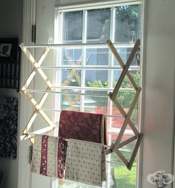 Просторът може да бъде закрепен и за прозореца. Там вероятно по-бързо ще се изсушават дрехите.