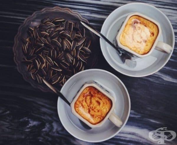 Виетнамско яйчено кафе. Рецептата се основава на яйчен жълтък, кондензирано мляко, захар и горещо кафе.