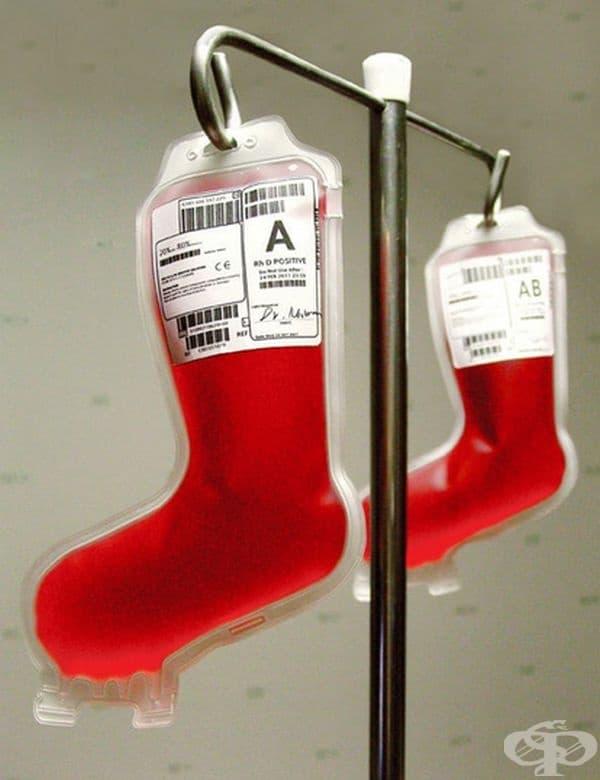 Банки за кръв във формата на коледни чорапи.