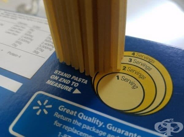 Картонена кутия за измерване на порции макаронени изделия.