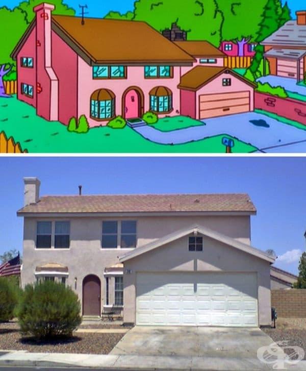 """Къщата на Семейство Симпсън. През 1997 г. компания """"Фокс"""" реализира идеята да създаде реплика на къщата на """"Симпсън"""" в Невада, САЩ. Изграждането с идентични характеристики е струвало около 120 000 долара. Днес тя е просто част от търговски недвижим имот."""