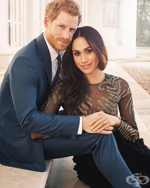 Маган за първи път обсъди отношенията си с принц Хари пред списание Vanity Fair през септември 2017 г. Това е нарушение според традициите на кралското семейство и тя не трябваше да го прави преди обявяването на официалната им връзка.
