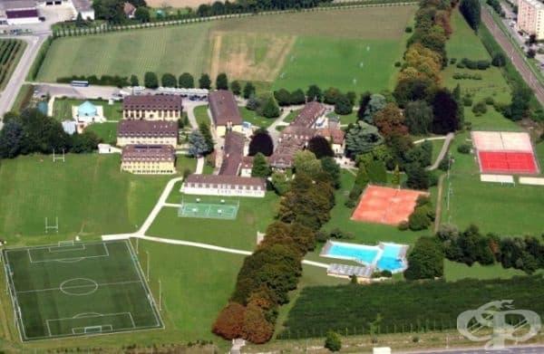 """Institut Le Rosey е една от най-старите гимназии в света. Тя се намира в Швейцария и е известна още с наименованието """"Училището на кралете""""."""