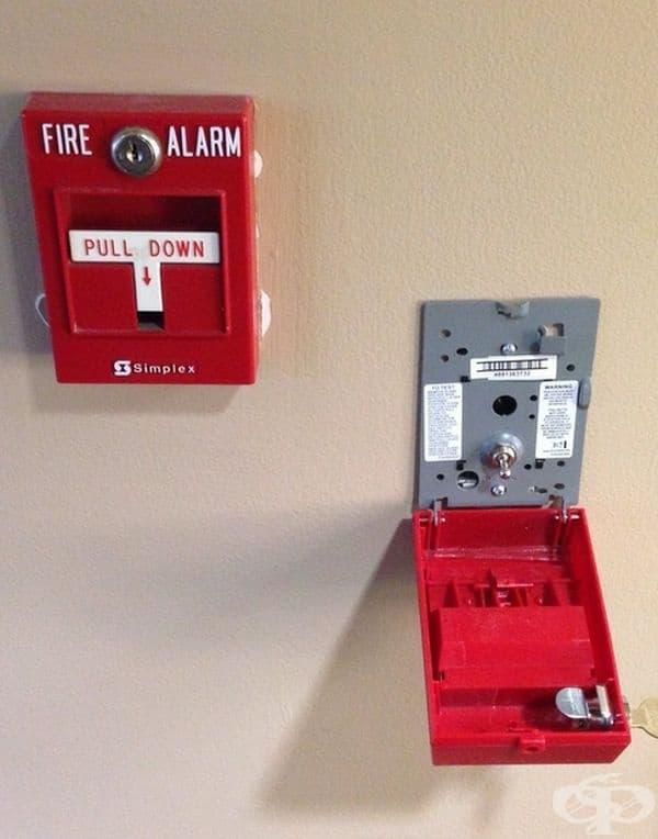 Вътрешността на пожарен сигнализатор.