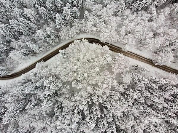 Бяла, сурова, но толкова красива зима.