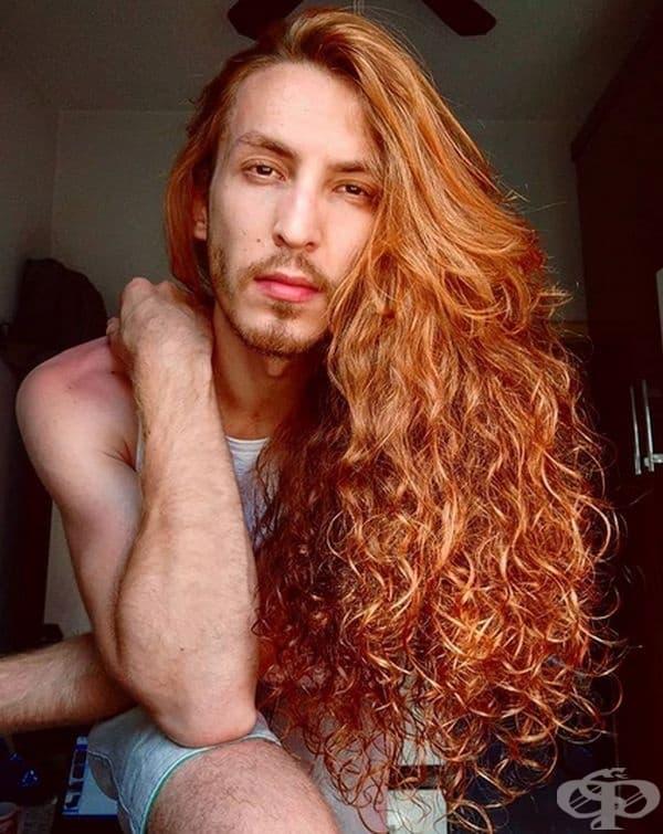 Кристиано, актьор. Мъжът с огненочервена коса е бразилски YouTube блогър и театрален актьор.
