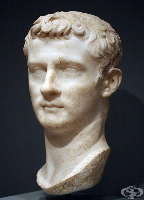 Това е бюстът на император Калигула.