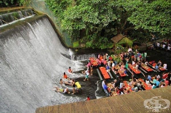 Ресторант Labassin Waterfall при водопада Лабасин във Филипините.