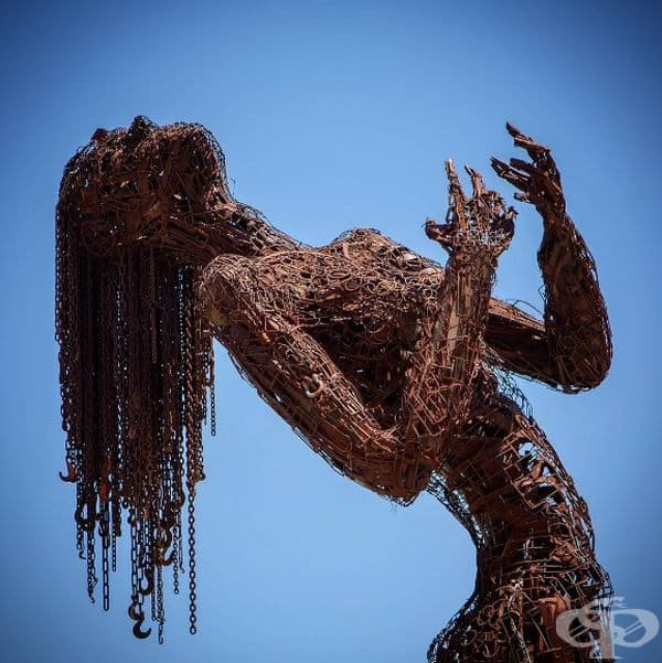 """""""Екстази"""" (САЩ): Тази масивна желязна скулптура е създадена от Карен Кюсолито. Тя изобразява човешки силует, който изразява емоциите, намеренията и проблемите на съвременното общество."""