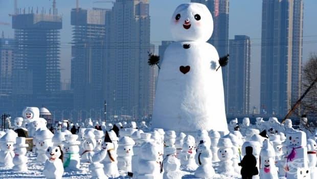 Най-големият снежен човек е с внушаващи размери.