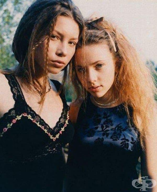 Джесика Бийл и Скарлет Йохансон, 1988.