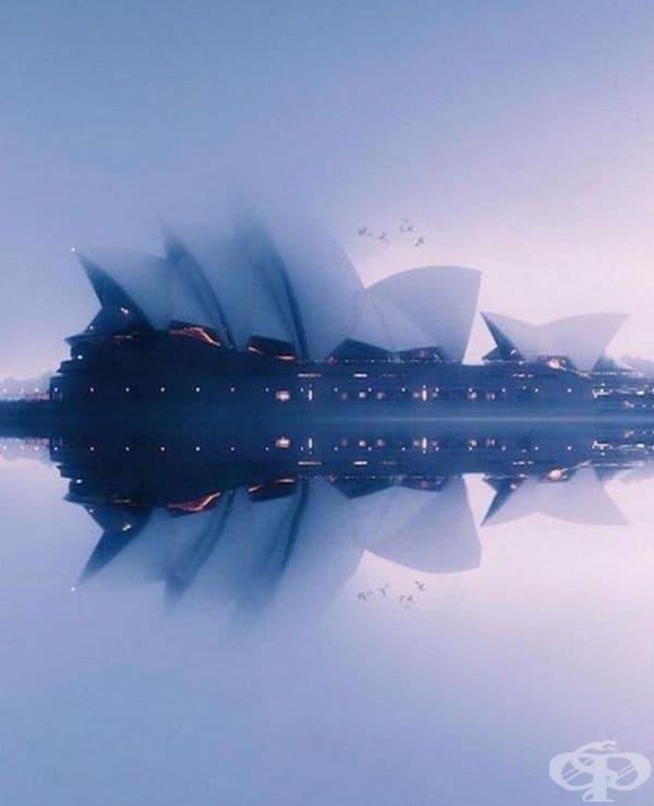 Операта в Сидни в мъгла.