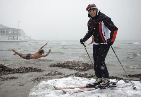 Откриването на зимния сезон за къпане в морето.