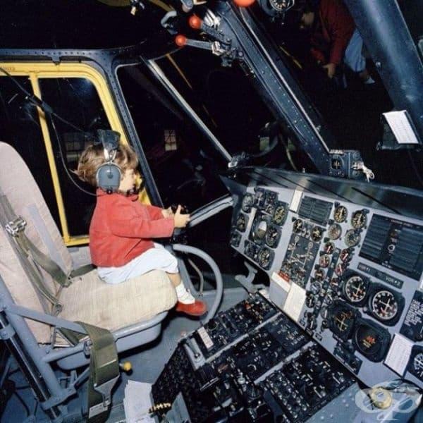 Джон Ф. Кенеди-младши в президентския самолет, 1963.