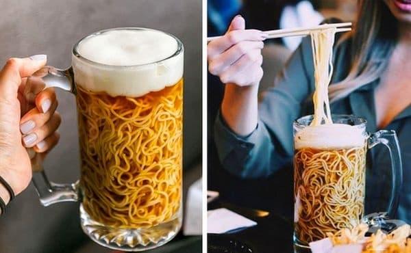 Рамен в бирена халба. Тази супа се сервира в японски ресторант във Ванкувър. Ястието е обикновен рамен, сервиран в охладена чаша. Няма бира, а само имитира напитката. Пяната се прави с желатин и яйчен белтък.