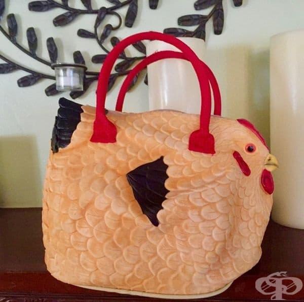 """""""Открих тази гумена чанта-пиле на гаражна разпродажба."""""""