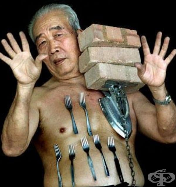 """Лив Тоу Лин – Човекът Магнит. Той може да прилепи към тялото си всякакъв метален предмет. Учени от Малазийския технологичен университет са установили, че кожата му има много високи нива на триене, които осигуряват """"всмукателен ефект""""."""