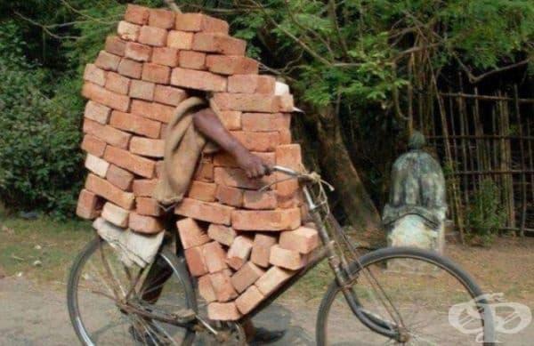 Това се случва, когато планирате да построите къща, но не искате да харчите пари за доставка на тухли. Добре е да знаете, че можете да разчитате на себе си ... и здрав велосипед!