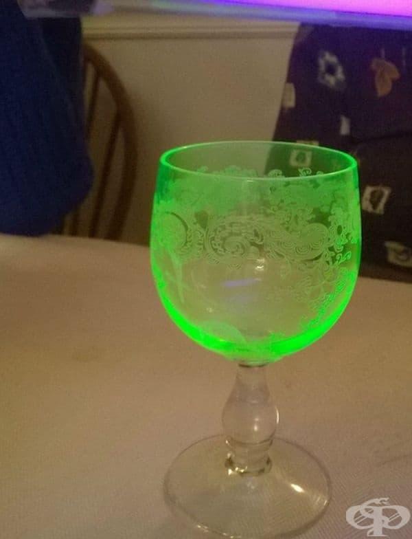 Чаша от 1911 г., изработена от ураново стъкло.