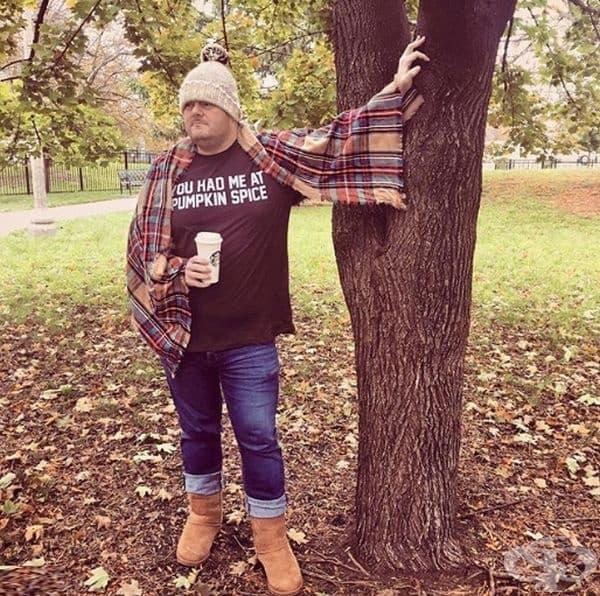 Какво ни е необходимо за успешно есенно селфи? Шал, кафе и чар.