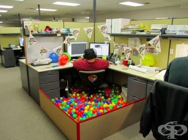 Рожден ден в офиса.