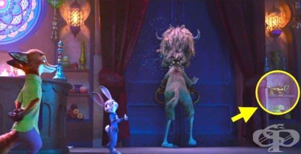 """""""Зоотрополис"""": В сцената, в която Джуди и Ник пристигат в нудисткия клуб, може да забележите известната лампа на Аладин върху рафта."""