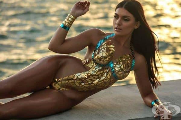Изолационна лента вместо плат: в модата навлизат горещи бански костюми