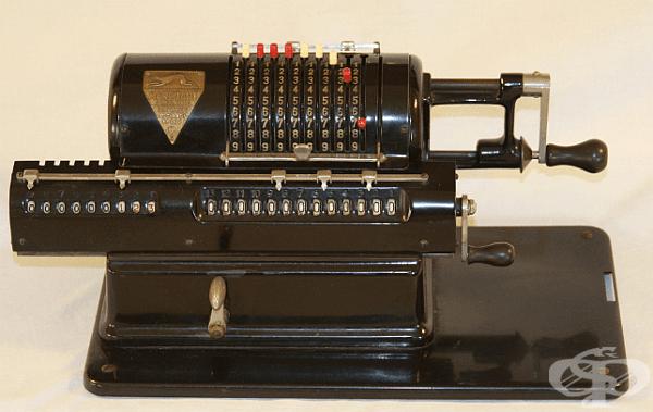 Калкулатор Marchant XLA, 1913 г. Към него са приложени инструкции от 130 страници.