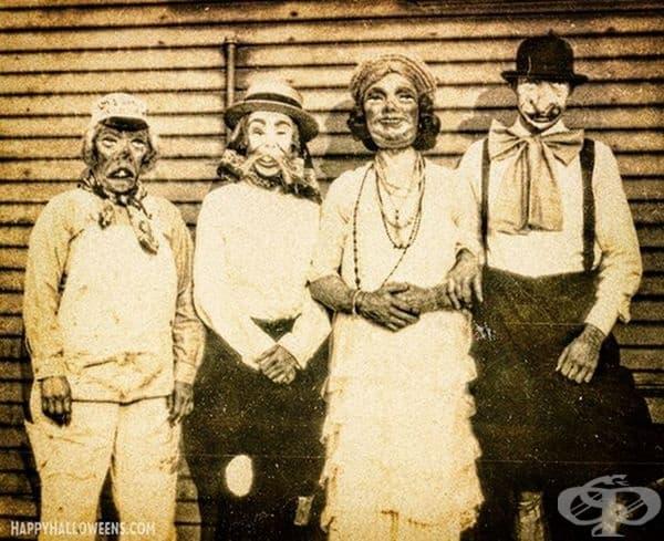 Четирима страховити герои готови за снимка, 1920 г.