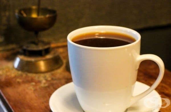 Тоуба, Сенегал. Още при изпичането на зърната към кафето се прибавя гвинейски пипер. Самата напитка се сварява като обичайно кафе с филтър.