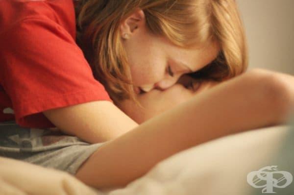 Целувки по време на болест. Болестта е много неприятна ситуация, но тъй като се чувствате комфортно в компанията на половинката, вие не се лишавате и от целувките, дори с риск от предаване на заболяването.