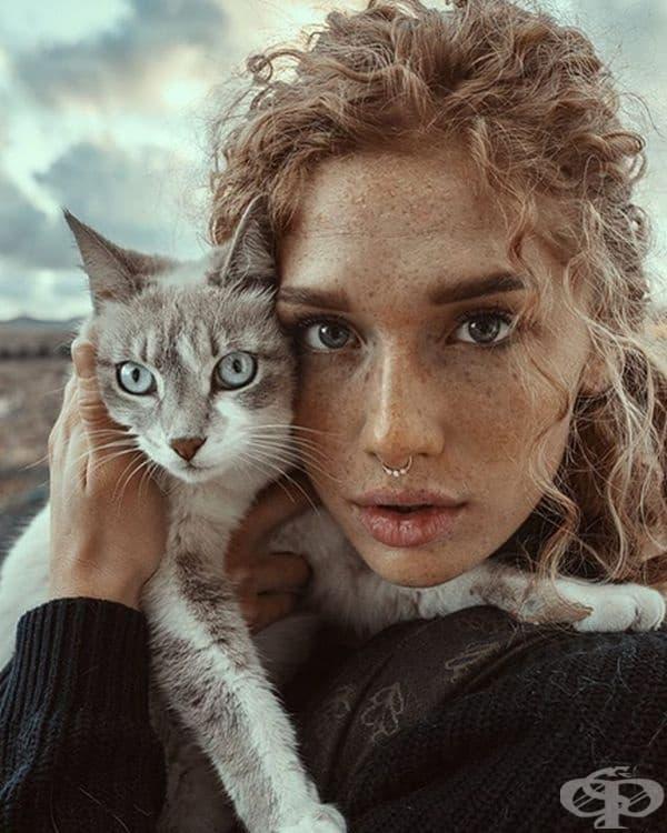 Истинско и нежно момиче. Е, котката също е симпатична.