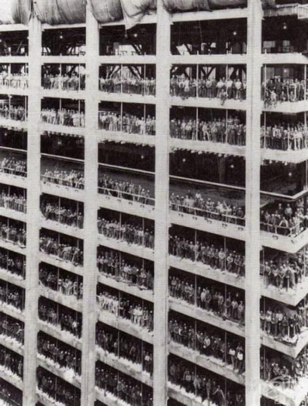 3000 души, които построяват Чейз Манхатън Банк. Ню Йорк, август 1964.